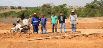 Prefeito Vistoriando obras implantação do sistema de abastecimento de água.